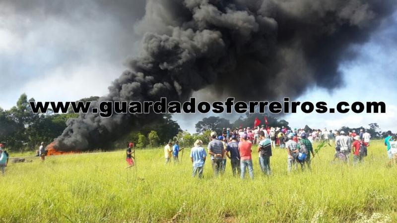BR-262 é liberada em Campos Altos depois de duas horas e meia de manifestação -